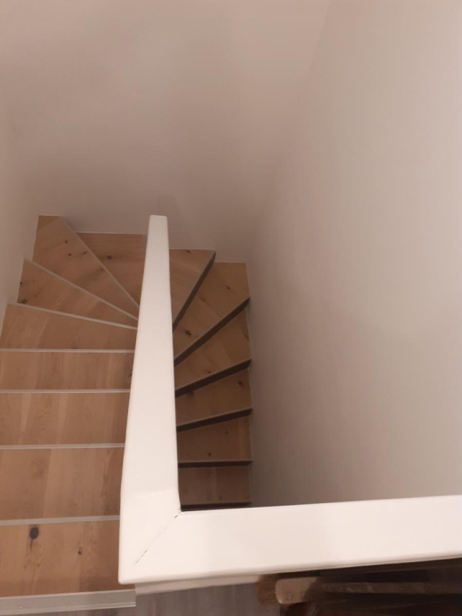 Pose contrecollé RDC en chêne et escalier, peinture et mur en brique piquetée , joints faits à la chaux