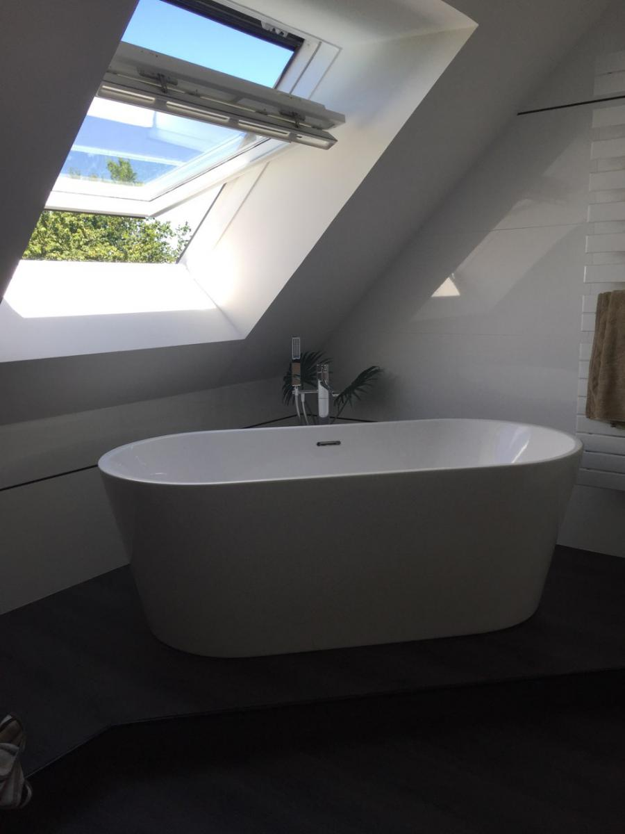 Salle de bain après travaux, avec l'installation d'un baignoire ilot