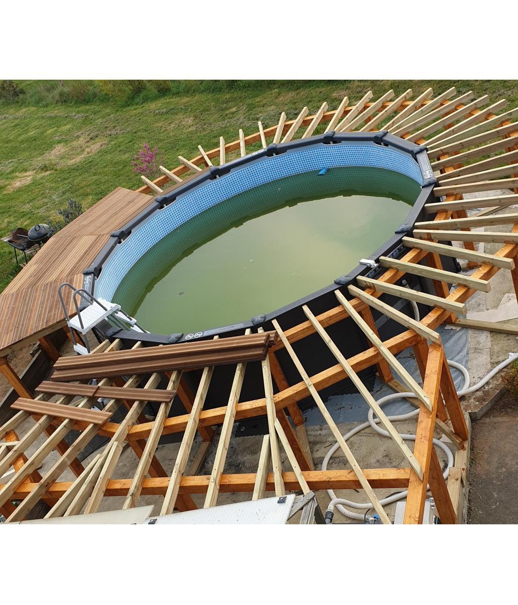 Création d'une terrasse en lames exotiques avec escalier intégré
