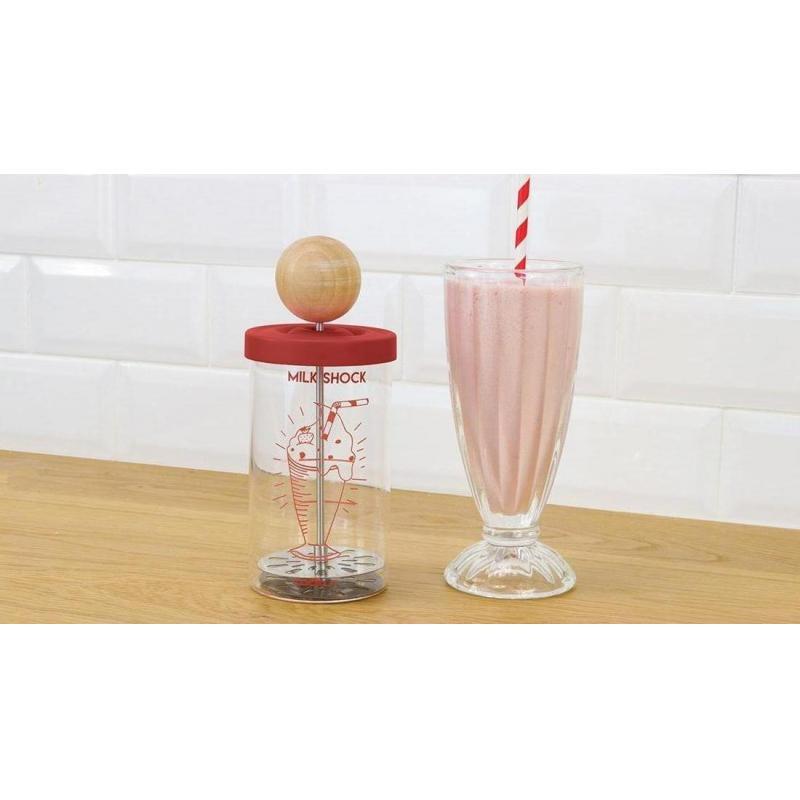 Shaker à milkshake et verres