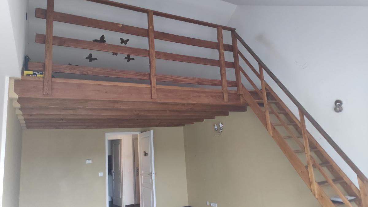 Démolition mur, peintures murs et plafond, poutres et escalier